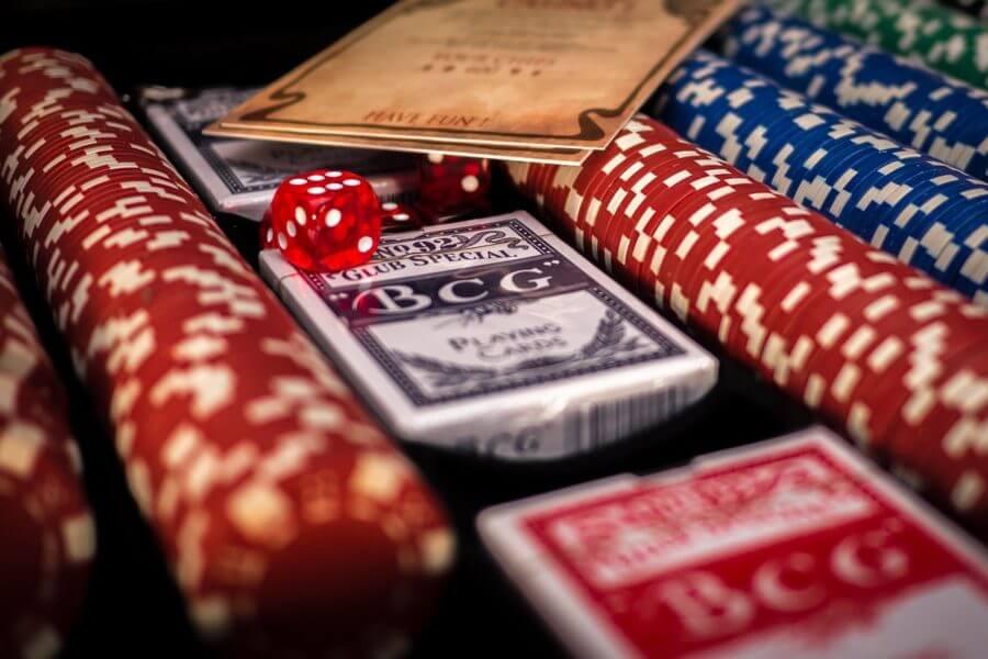 Hvordan bliver man en dealer på et casino?